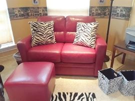 Wow! great look! And there are more zebra accessories. You will find them on the patio.