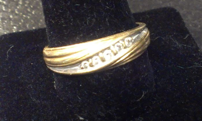 14kt yellow gold w 5 DIAMONDS, man's wedding band