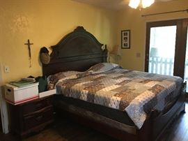 Antique style king size bed