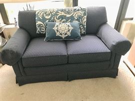 7FURNITURELoveseat