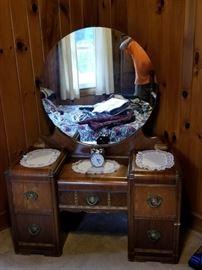 Suite 1 Vanity