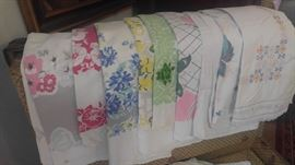 Best of the Best collection of vintage shabby chic table cloths