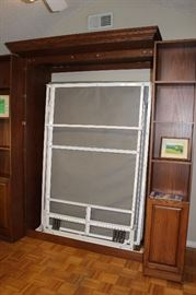 Murphy Bed, Super Easy To Pull Down!