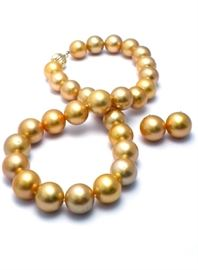LOT 770 Southsea Pearl Necklace Set