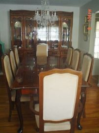 Dining table (6' to 9' long) with 8 chairs