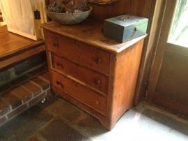 1885 wash stand - doweled dovetailed drawers