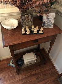Antique Accent Table $ 80.00