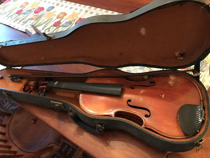 Lifton Violin and Case - some damage - priced at sale.