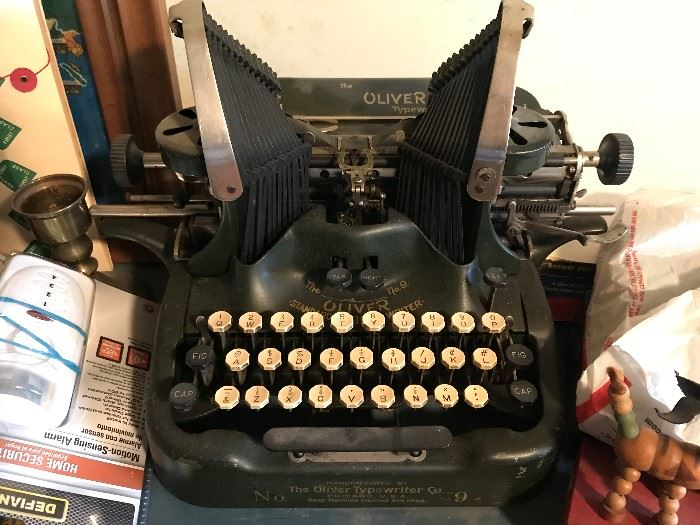 Antique Oliver Typewriter $ 80.00