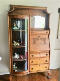 VINTAGE/ANTIQUE SECRETARY DESK W/HUTCH