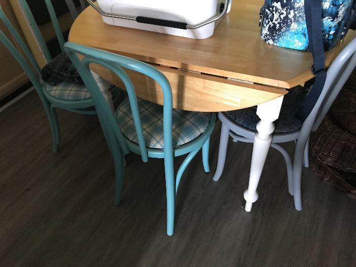 Drop leaf kitchen table w/chairs