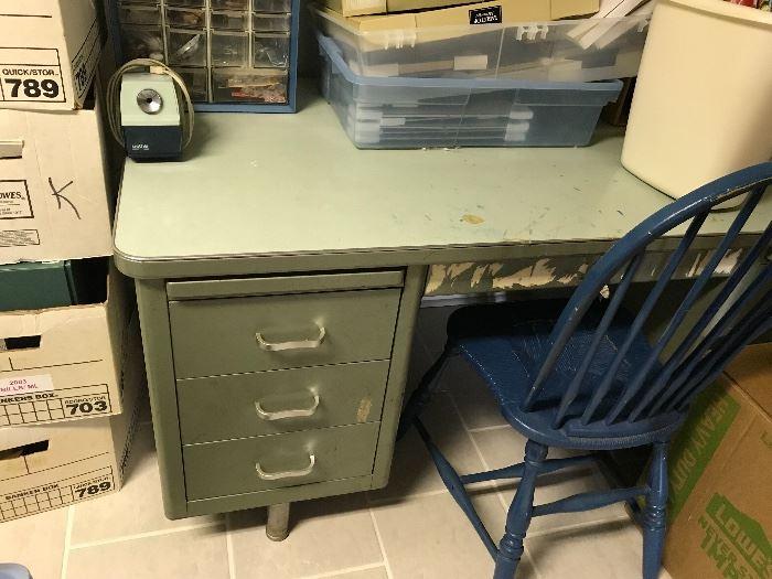 Vintage (HEAVY) military style desk