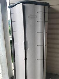 Rubbermaid storage unit