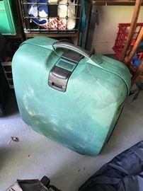 """""""Hard"""" suitcase"""