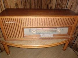 LOVE THIS RADIO