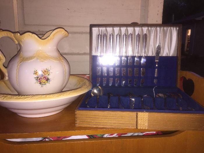 Several pitcher wash sets