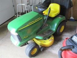 John Deere LT 133 with reserve