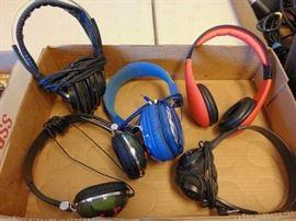 1 Lot of headphones.