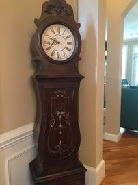 DECORATIVE GRANDMOTHER CLOCK