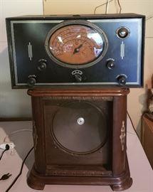 Antique 4-band Tube Radio w/Wood Speaker