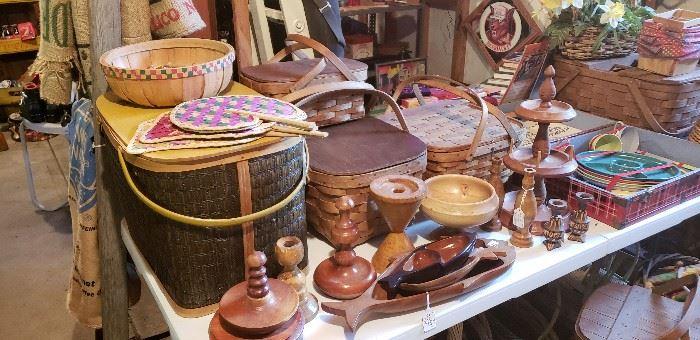 Many vintage picnic baskets