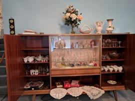 European China cabinet and various crystal glasses