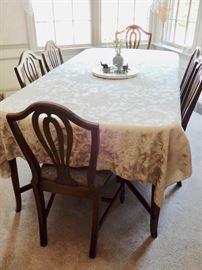 GREAT TABLE WITH 2 LEAVES AND CHAIRS