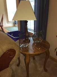 Oake end table, lamp