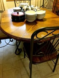 Super Cute Dinette set w/6 Chairs!...