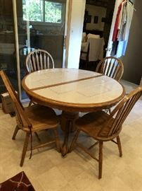 Solid Oak Table also comes w/leaf