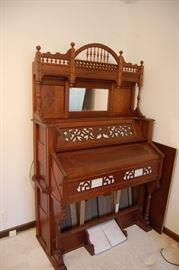 Nice antique Victorian walnut eastlake pump organ