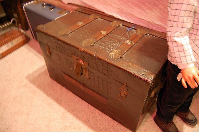 Antique flat top trunk