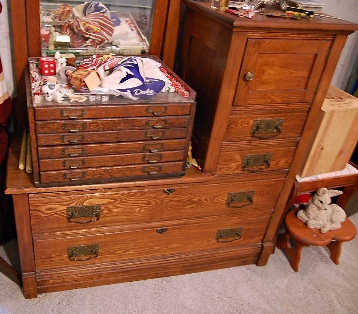 Antique Oak gentleman's hat box dresser