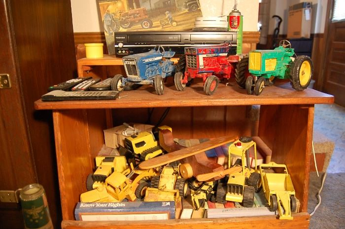 Many tractor toys