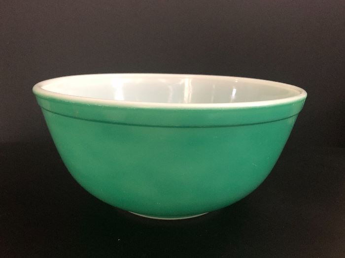 Vintage Pyrex mixing bowl.    Set Up and Photo by BC