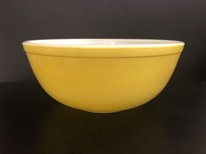 Pyrex mixing bowl.    Set Up and Photo by BC