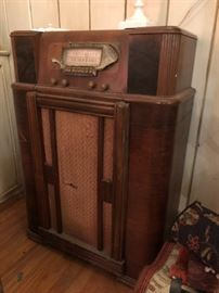 Old 1930's Wood Deco Radio Cabinet