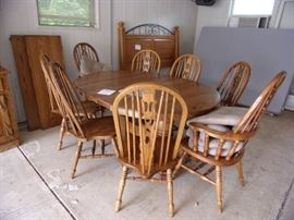 One oak double pedestal with 6 oak side chairs and 2 captains chairs, 2 18 inch leaves,