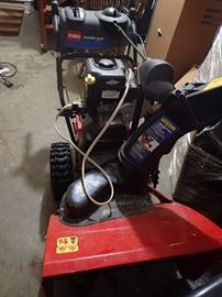 SNOWBLOWER NEW CONDITION  TORO POWER MAX 726 OE /