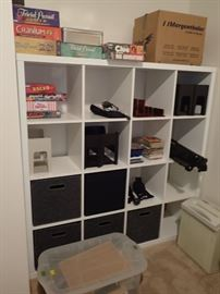 LARGE CUBE STORAGE UNIT WITH STORAGE BOXES