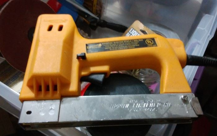 ELECTRIC STAPLE / NAIL GUN