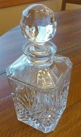 CRYSTAL DECANTER W/TOPPER