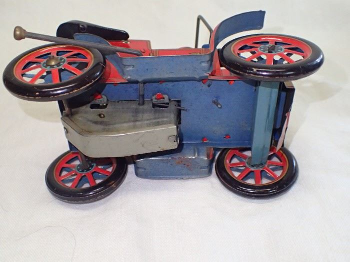 VINTIGE WIND UP LEVER WIND UP TIN TOY CAR