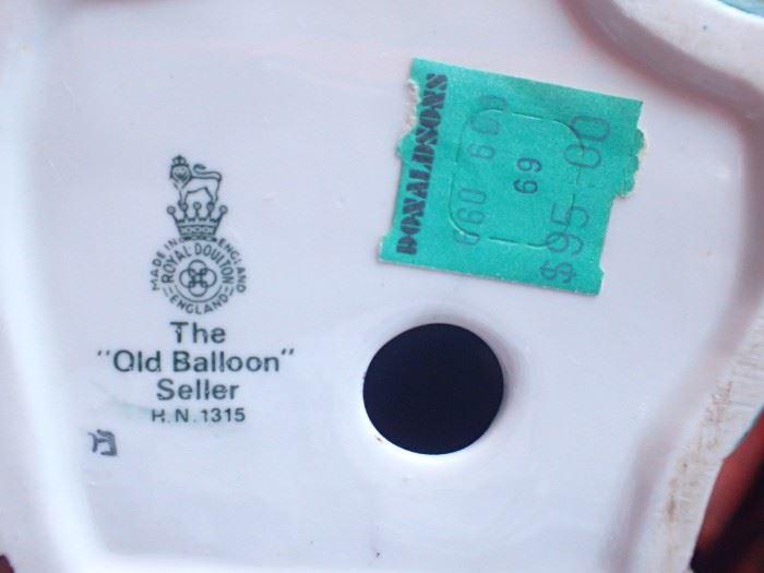 THE OLD BALLOON SELLER / ROYAL DOULTON