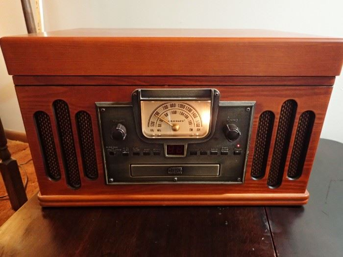 CROSBY RADIO / PHONOGRAPH
