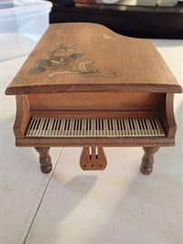 MUSICAL PIANO