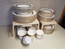 Very elegant set of Royal Doulton