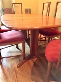 Gudme Mobelfabrik dining room table (2 additional leaves available)