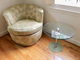 Ethan Allen swivel club chair (1 of 2)