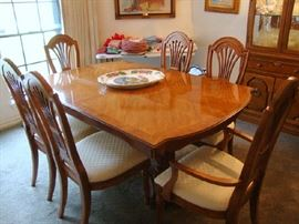 Thomasville Dining Table, Two Leaves and 8 Chairs, excellent upholstery